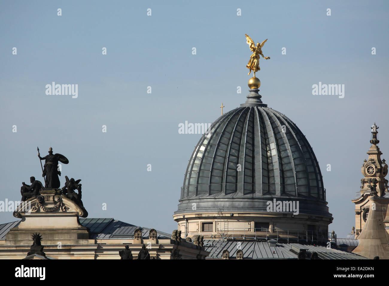 Kuppel der Akademie der bildenden Künste in Dresden, Sachsen, Deutschland. Stockbild