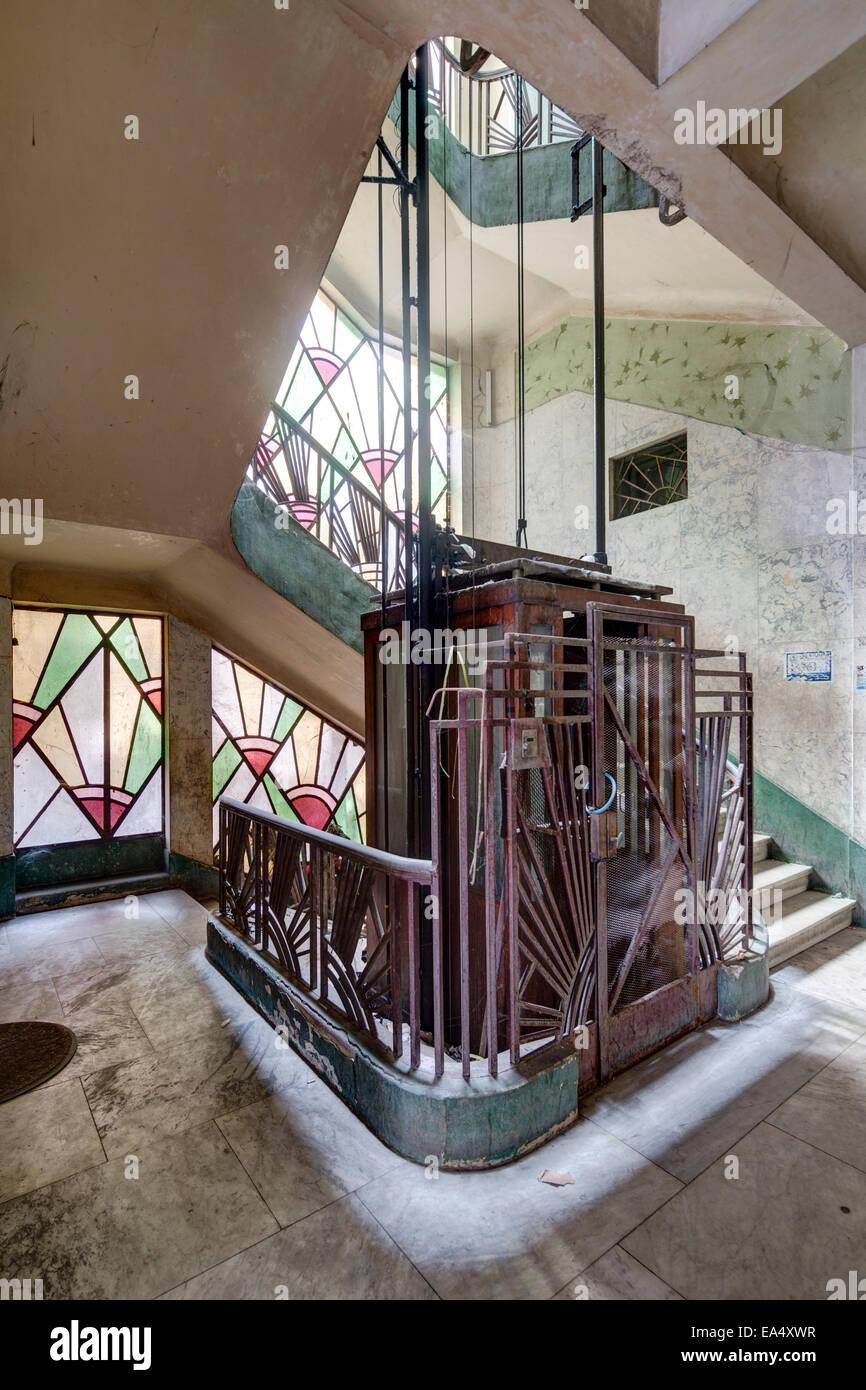 Aufzug Und Treppenhaus, Art Deco Verivo Gebäude, Port Said, Ägypten  Stockbild