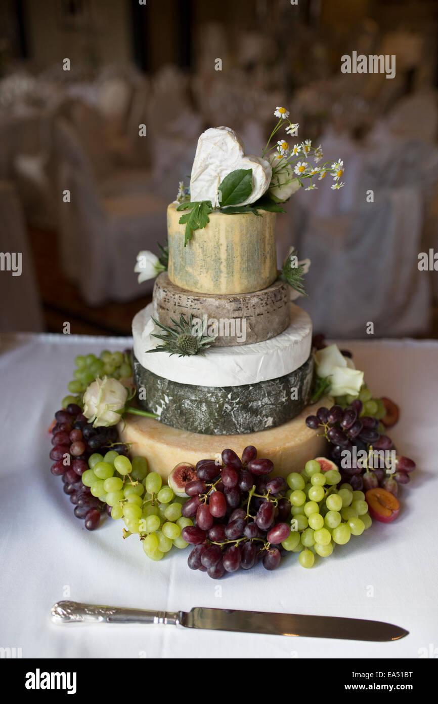Kase Hochzeitstorte In Drei Stufen Stockfoto Bild 75098908 Alamy