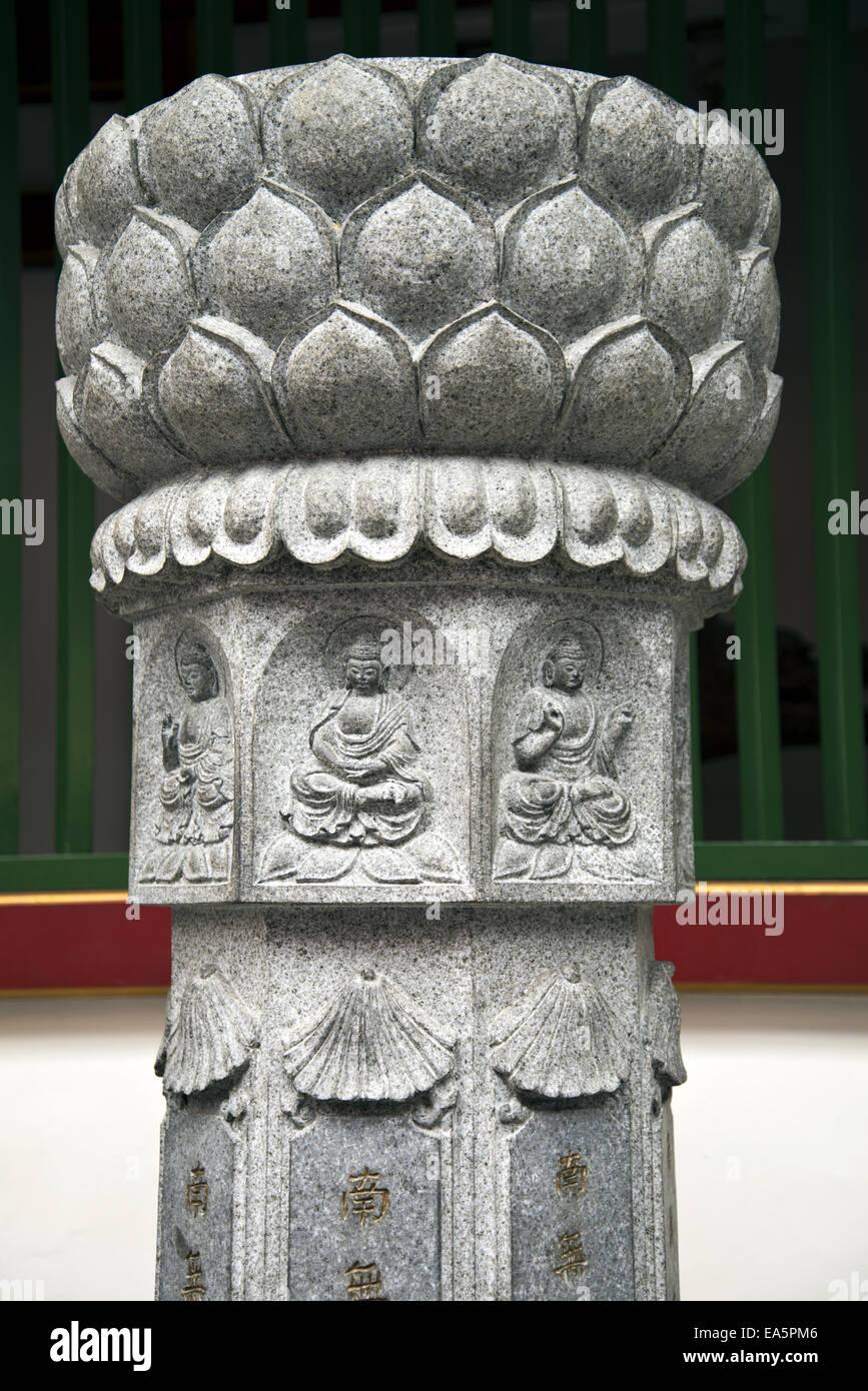 Skulptur mit buddhistischer Symbolismus Stockbild