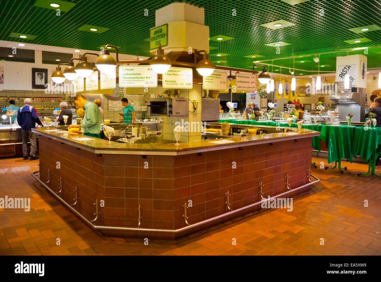 Rogacki Markt Halle Feinkost Restaurant, Charlottenburg, West-Berlin, Deutschland Stockbild