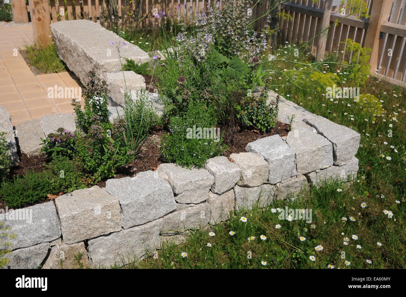 Hochbeet Granit Steinhaus Stockfoto Bild 75120331 Alamy
