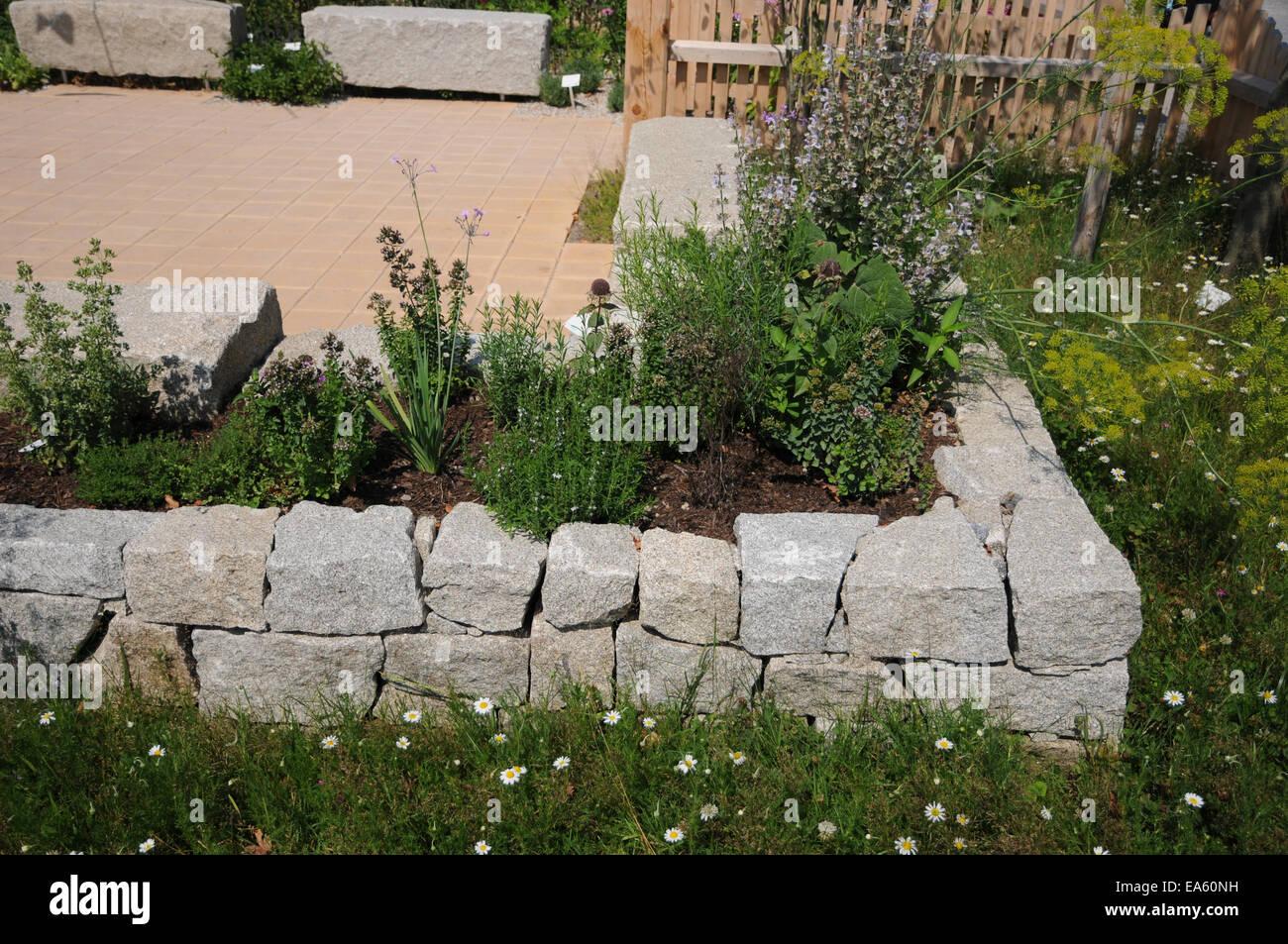 Hochbeet Granit Steinhaus Stockfoto Bild 75120349 Alamy