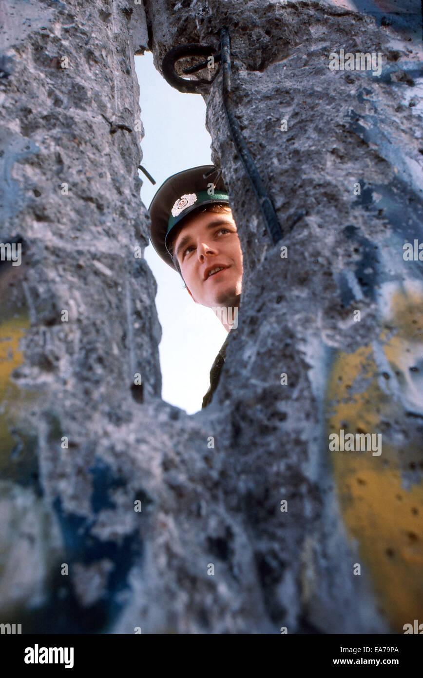 Auf Mittwoch, 9. Juli 2014 markiert den 25. Jahrestag des Falles der Berliner Mauer in Deutschland, die Wiedervereinigung Stockbild