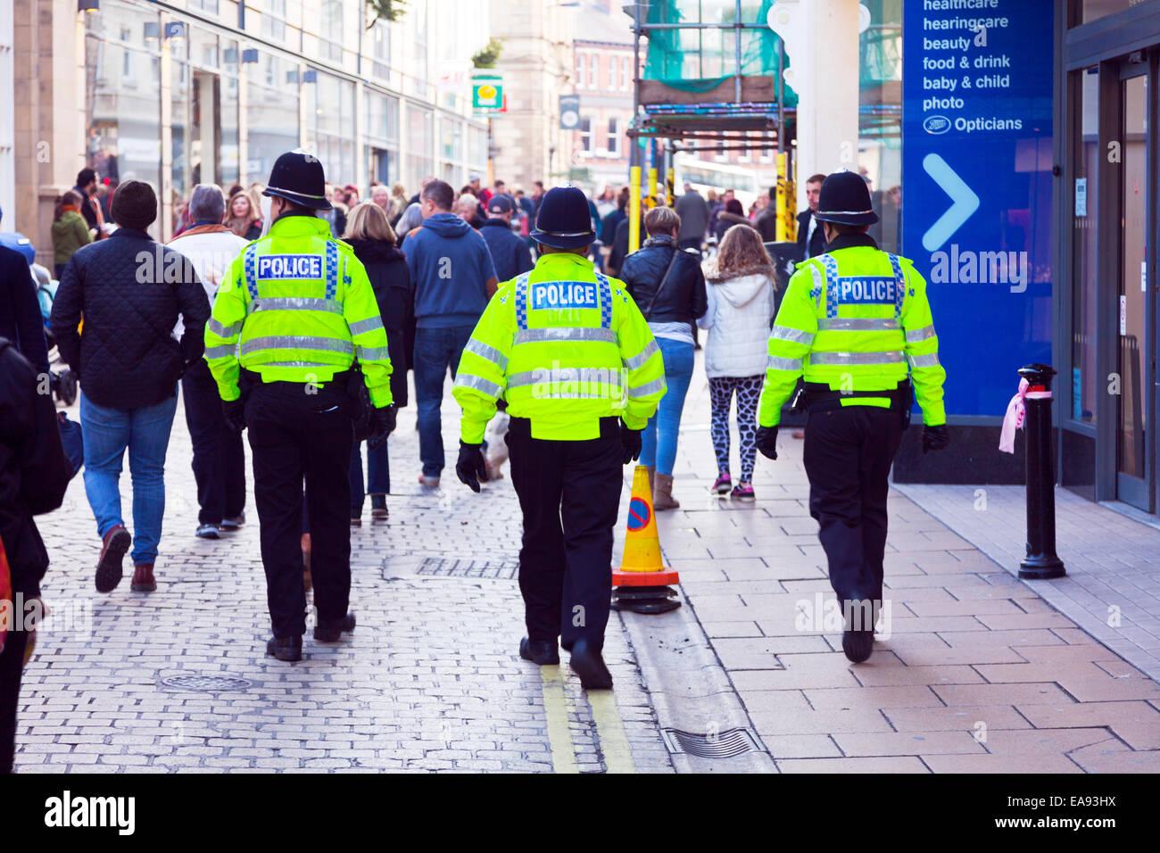 Remembrance Sunday Waffenstillstand Tag York Stadtzentrum 11.09.2014 UK England Polizeipräsenz auf der Straße Stockbild
