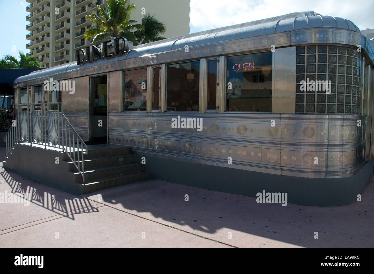american diner ex pennsylvania eisenbahn wagen aluminium retro stil art deco district south. Black Bedroom Furniture Sets. Home Design Ideas