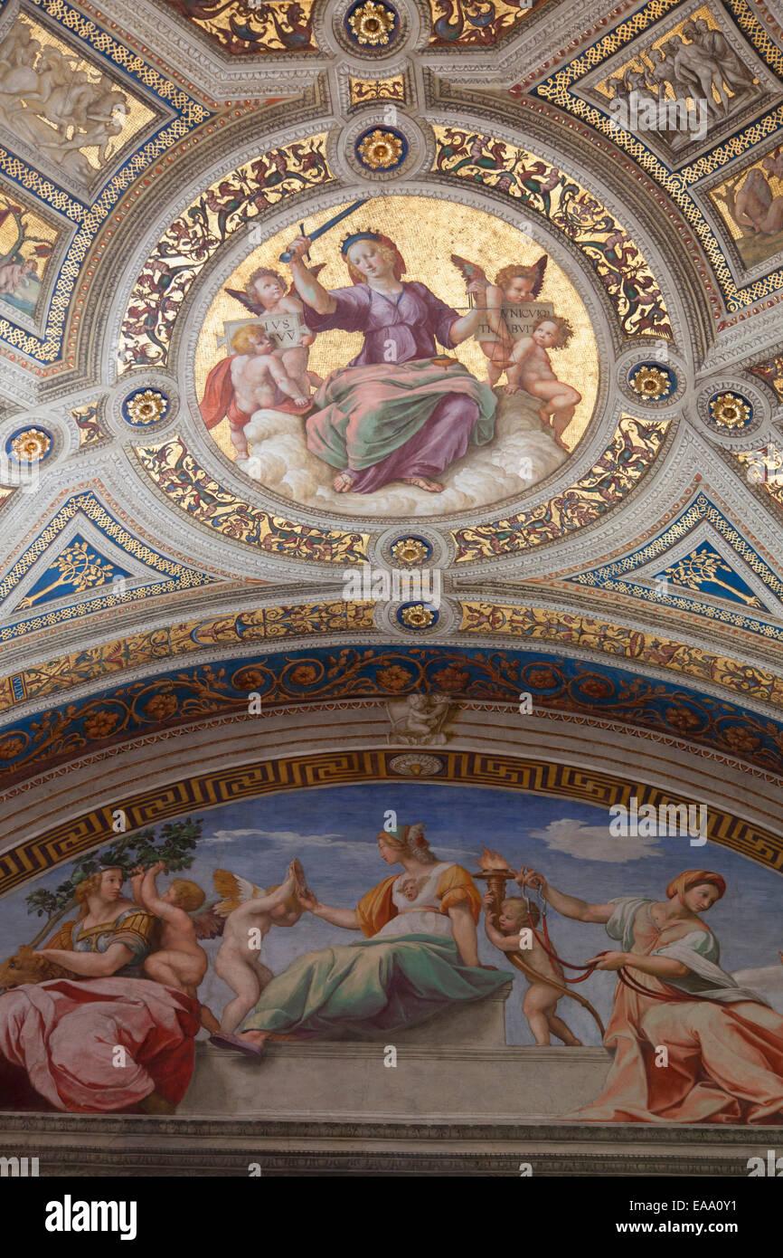 Decke des Raumes der Signatur innerhalb der Vatikanischen Museen (UNESCO-Weltkulturerbe), Vatikanstadt, Rom, Italien Stockbild