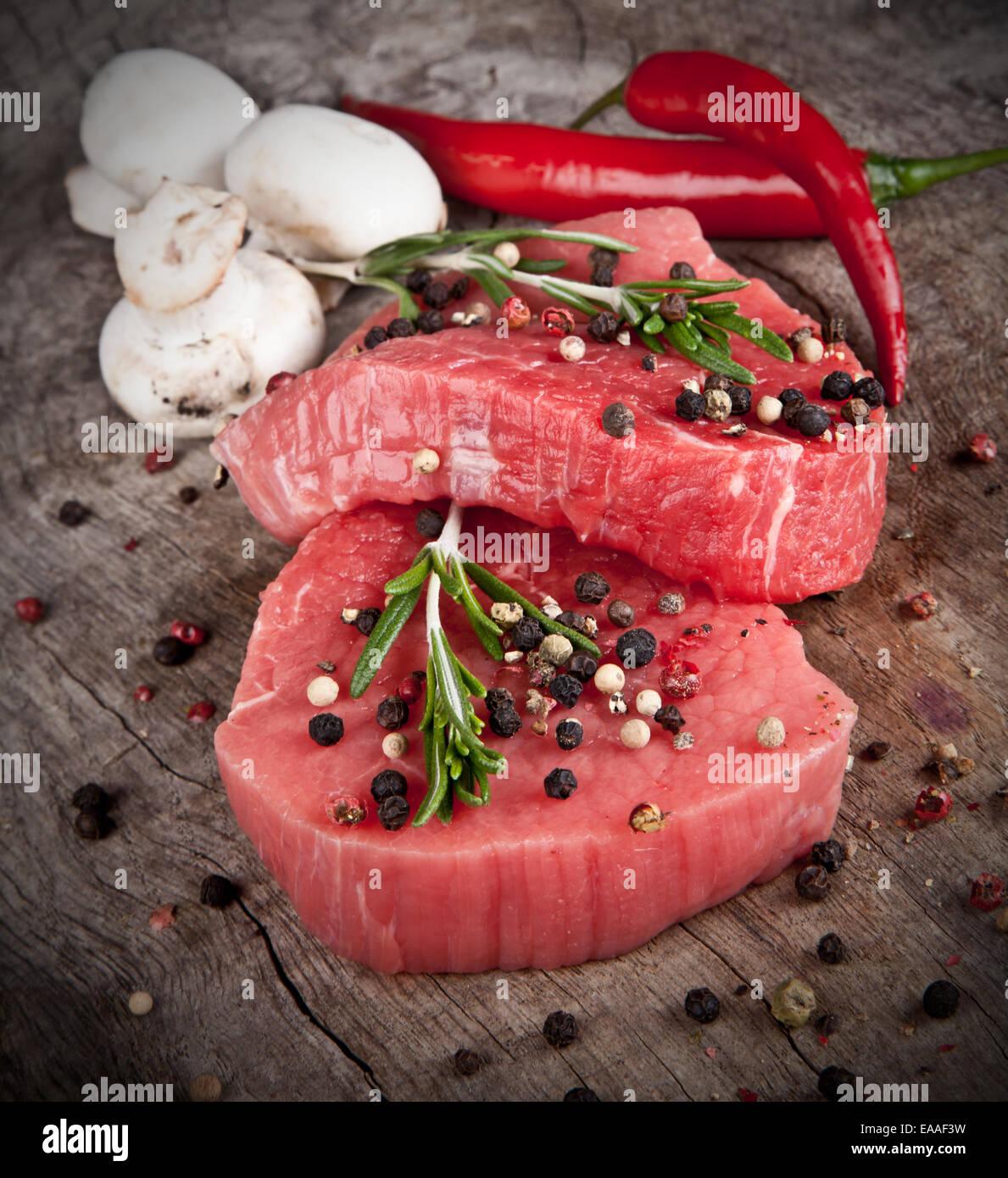 Rohes Rindfleisch Steaks für den Grill vorbereitet Stockbild