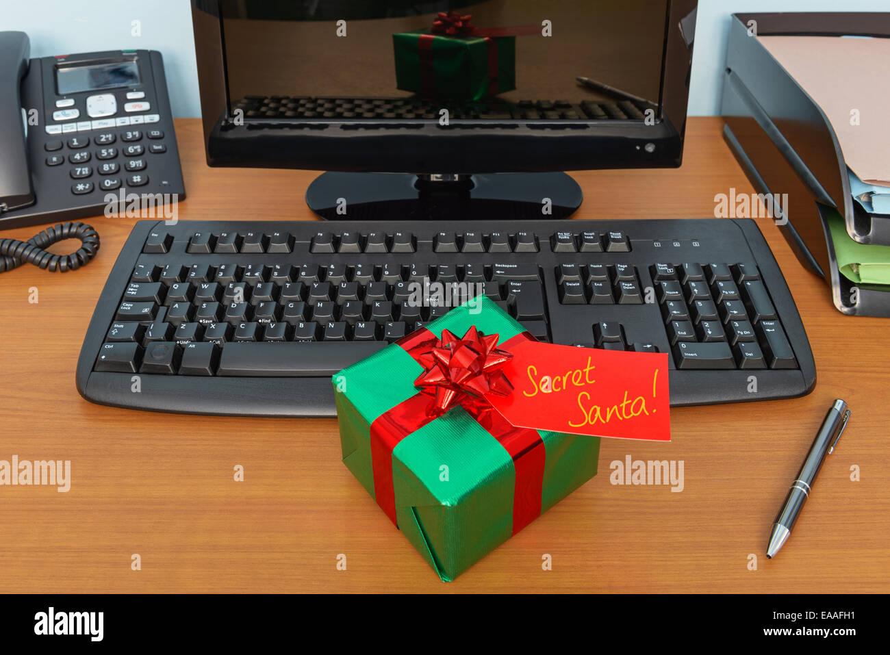Buro Weihnachten Secret Santa Geschenk Geschenk Verpackt Und Tag Auf