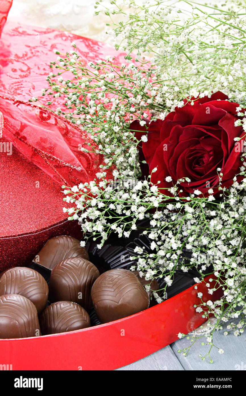 Herzformige Schachtel Valentinstag Pralinen Mit Schonen Langen Stiel
