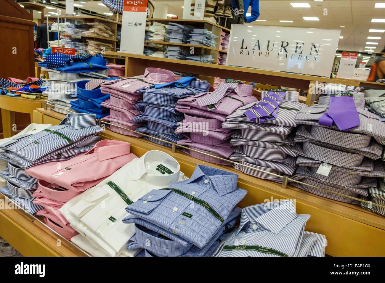Miami Florida Macys Kaufhaus Einkaufen im Verkauf Display Mode Ralph Lauren  Kleid Hemden Krawatten Herren Stockbild d4bd95483a