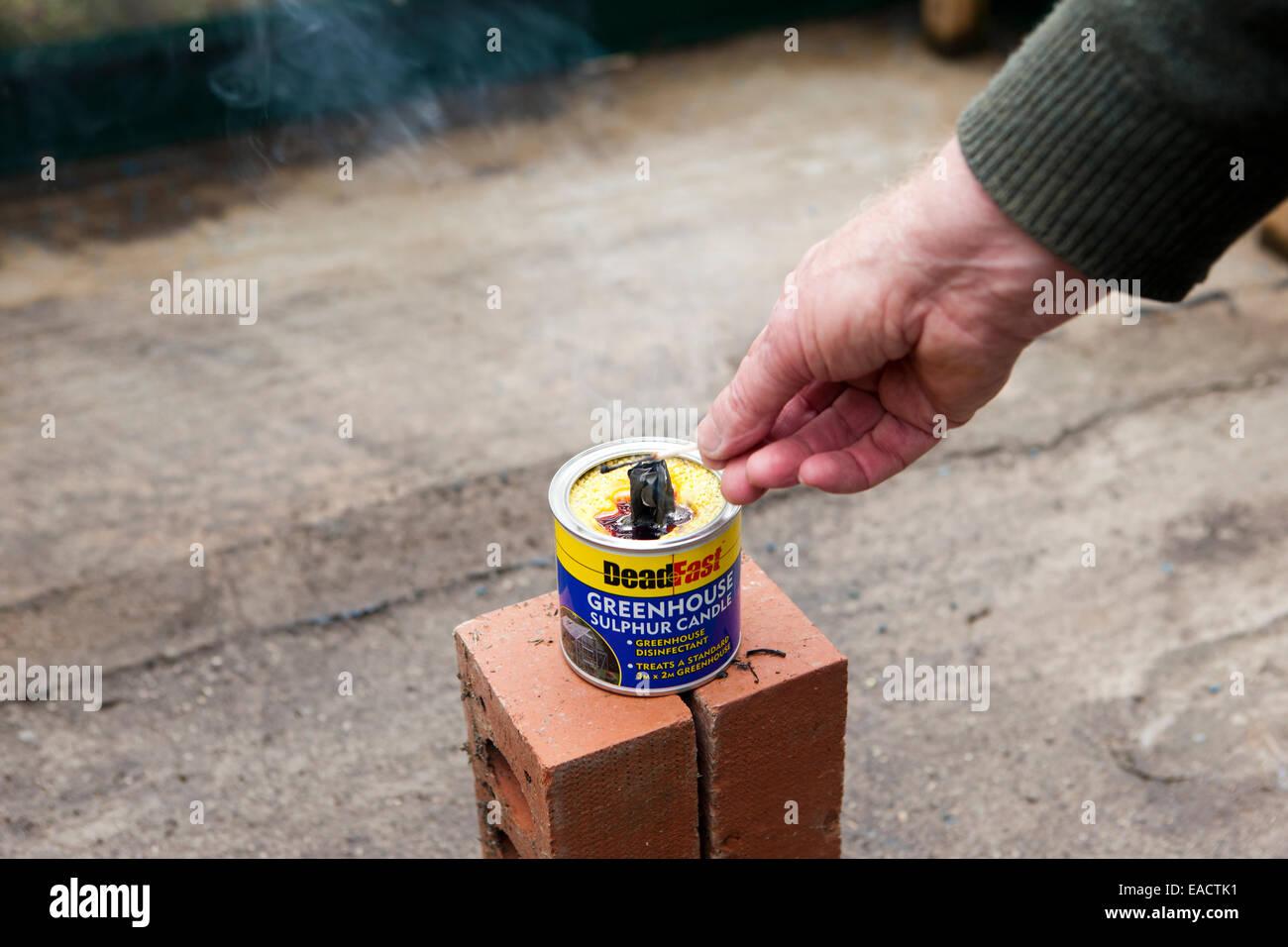 Reinigung Ein Gewachshaus Mit Einer Rauchbombe Granate Schwefel