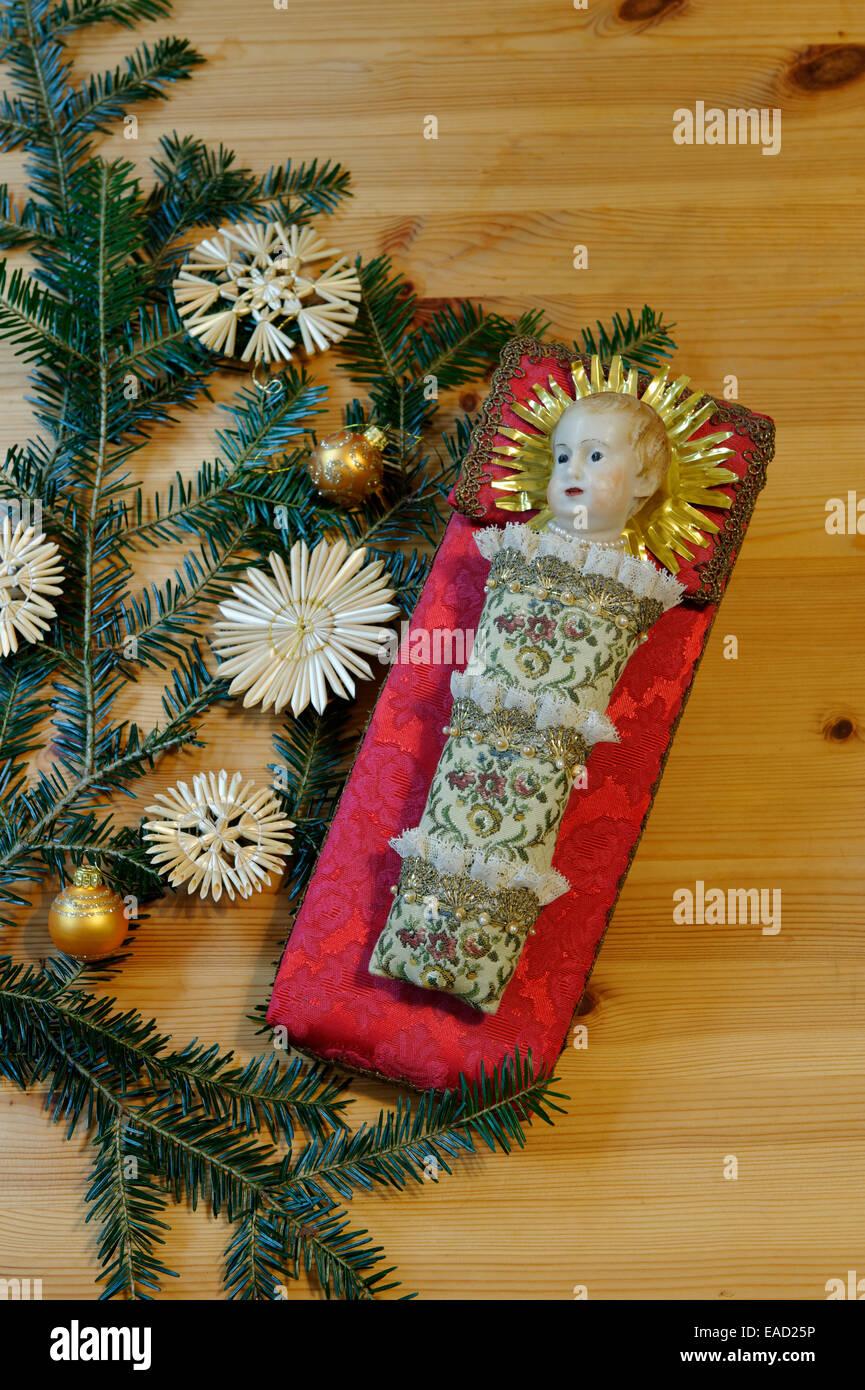 """""""Fatschenkind"""", gepuckte Baby Jesus, Weihnachtstradition, arbeiten aus dem Franziskaner-Kloster Reutberg Stockbild"""