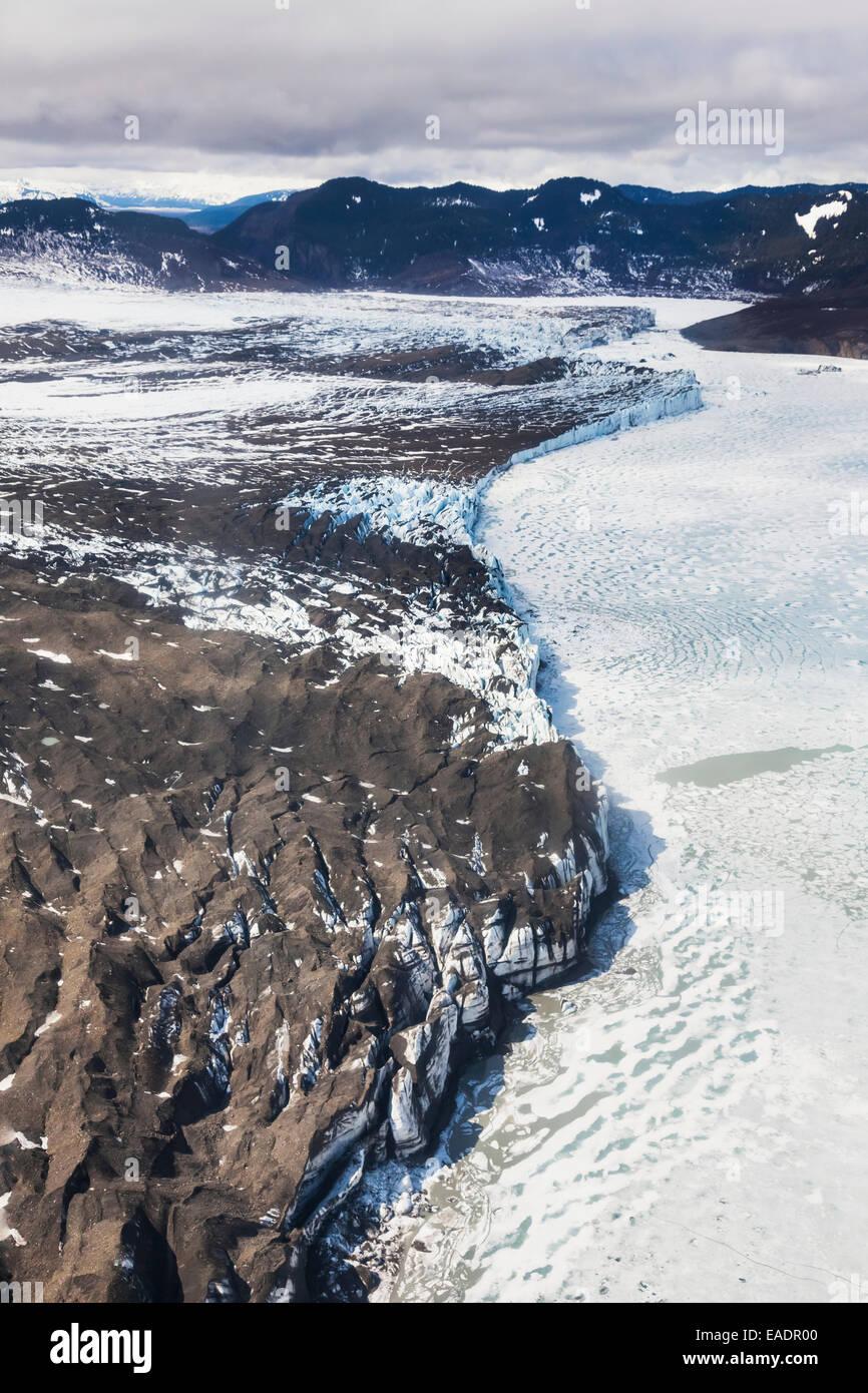 Luftaufnahmen von der Endstation der Bering Gletscher als es trifft Berg See in den Chugach Mountains, Yunan, Alaska. Stockbild