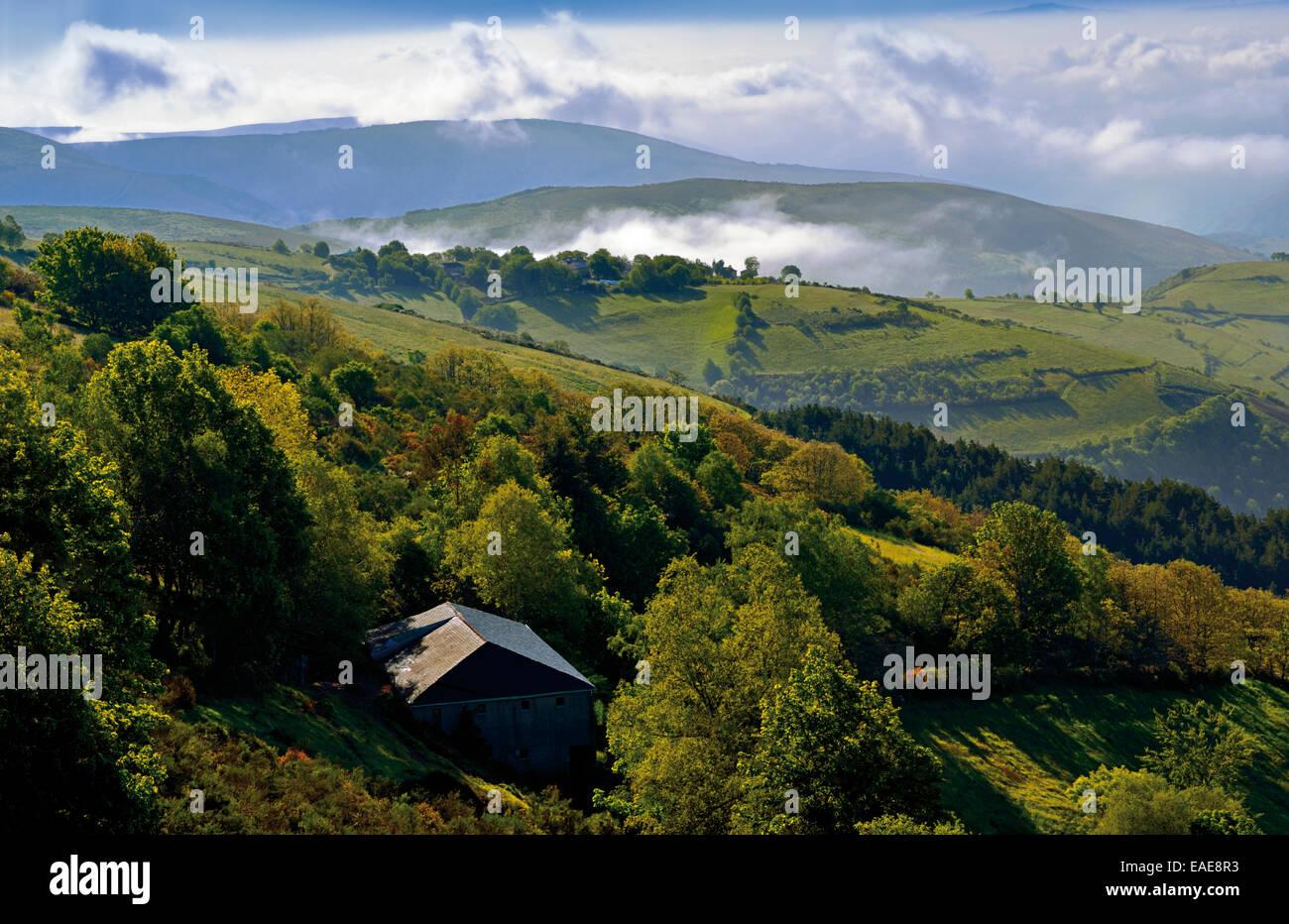 spanien galicien blick auf die berge und die landschaft rund um st james way b hne o cebreiro. Black Bedroom Furniture Sets. Home Design Ideas