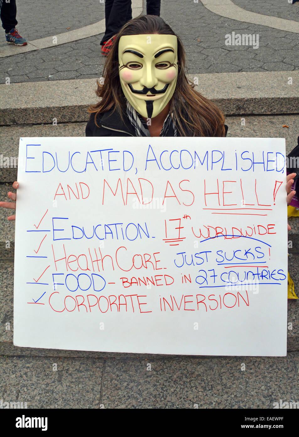 Ein Demonstrant auf die Million Maske Day Demonstration am 11.5.2014 am Union Square Park in New York City Stockbild