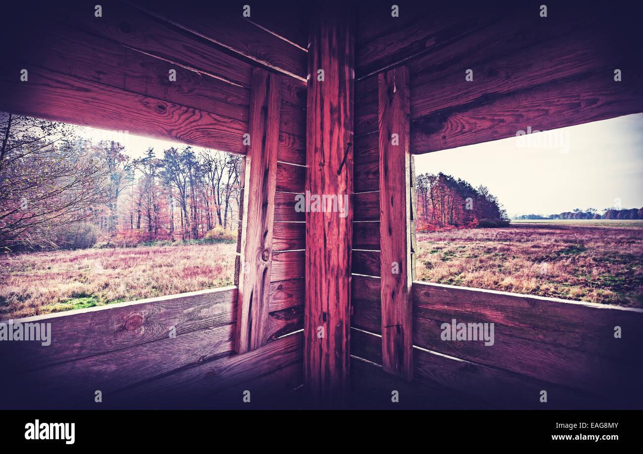 Jahrgang gefiltert Innere des Jagd-Turm in Herbstsaison. Stockbild