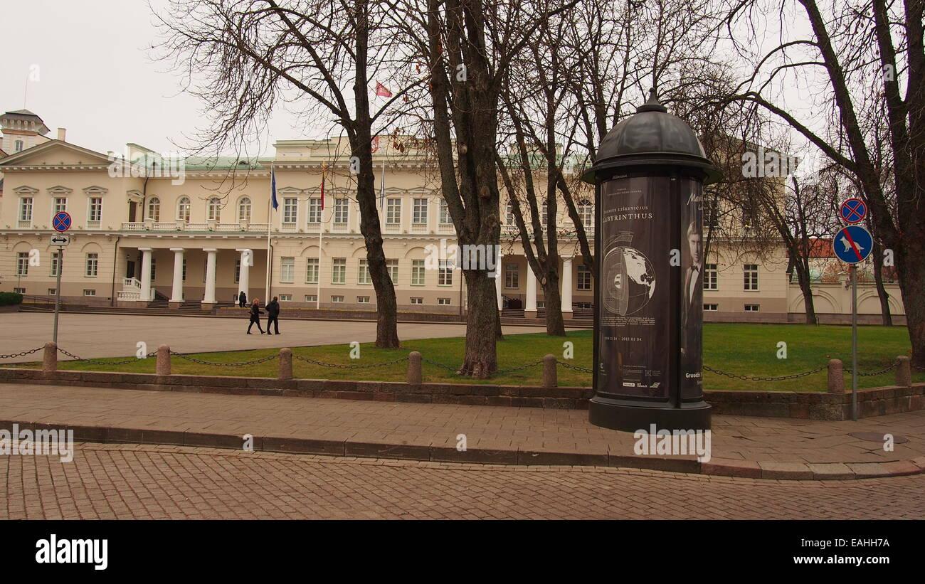 Vilnius, Litauen. 15. November 2014. Litauische Vorsitz hingen Schilder ein Verbot weisen, mit den Hunden zu gehen. Stockbild