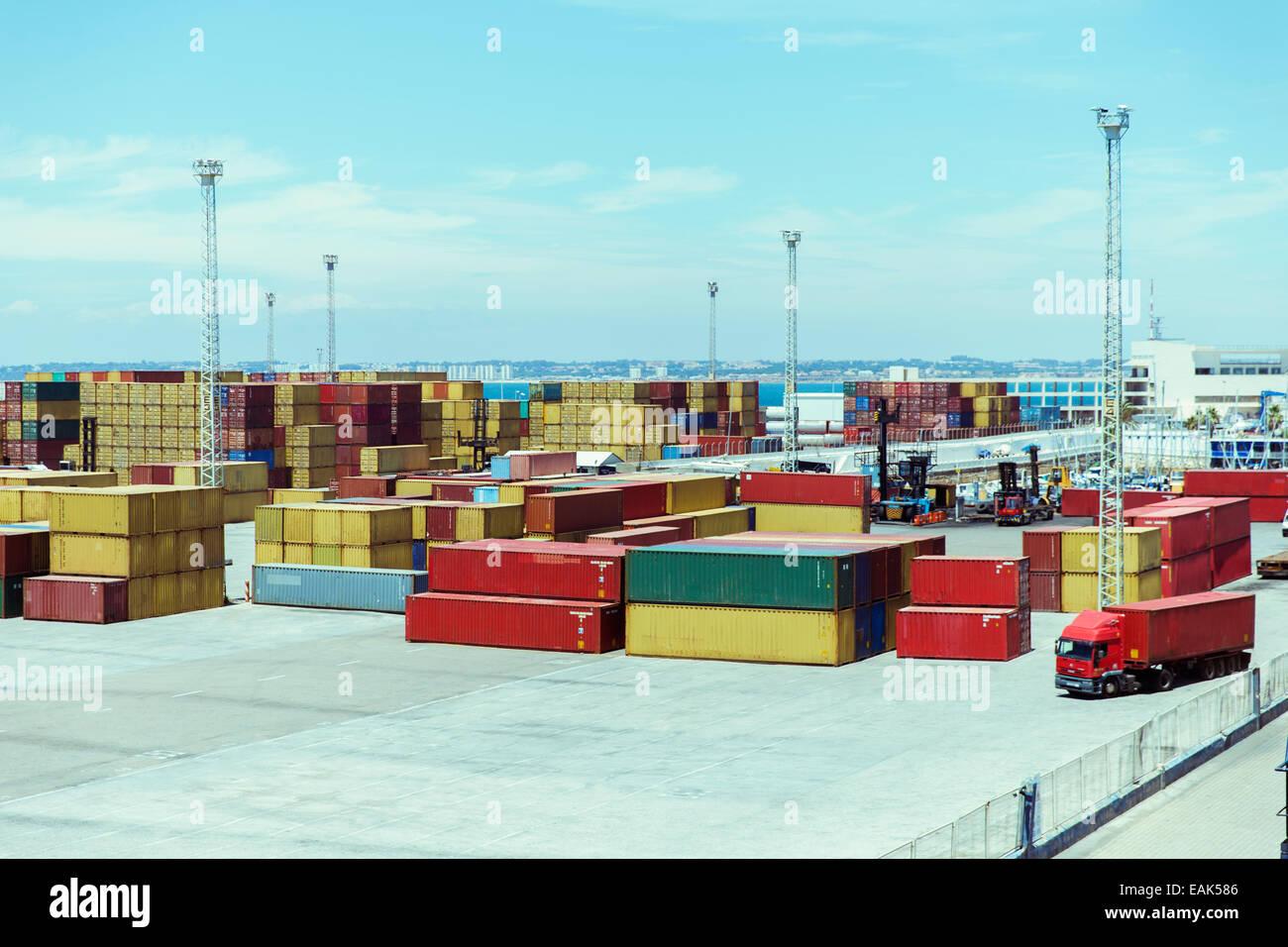 Luftfracht-Container und LKW Stockbild