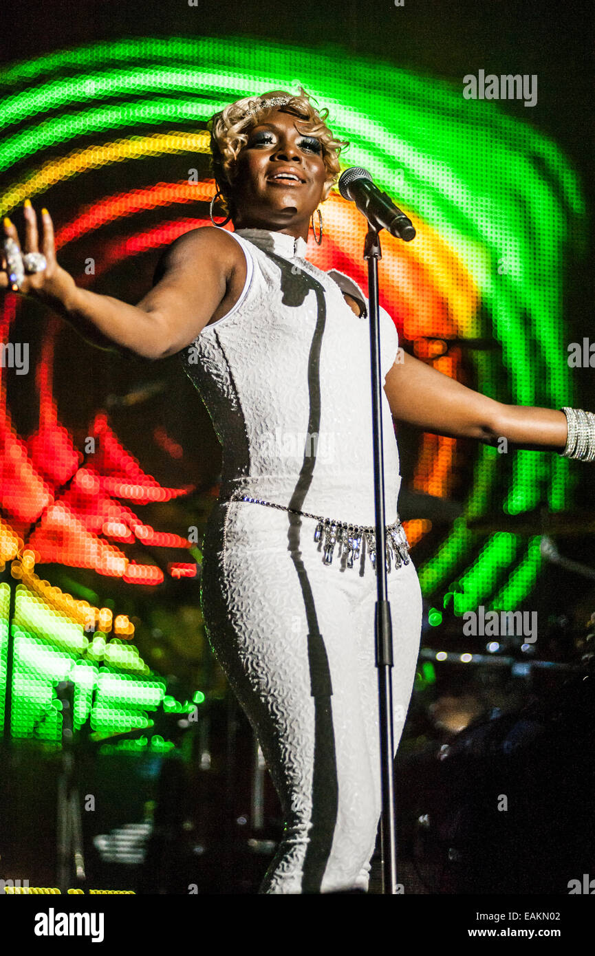 Chic Mit Nile Rodgers Sängerin Kimberly Davis Bei Einem Live