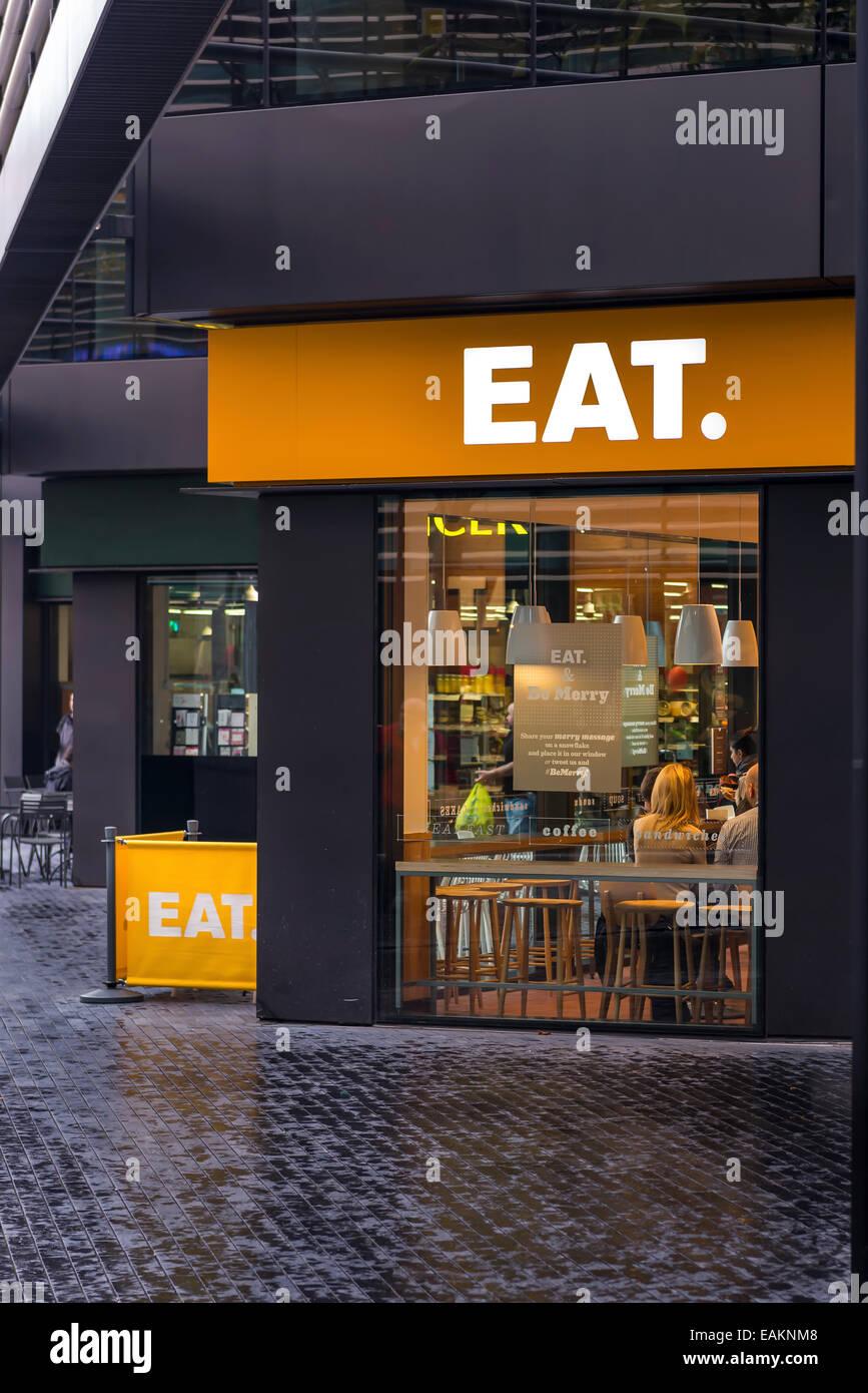 Frontscheibe und Zeichen im Restaurant EAT More London Stockbild