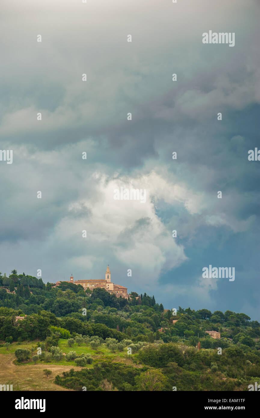 Schöne toskanische Landschaft Atmosphäre im Sturm Stockbild