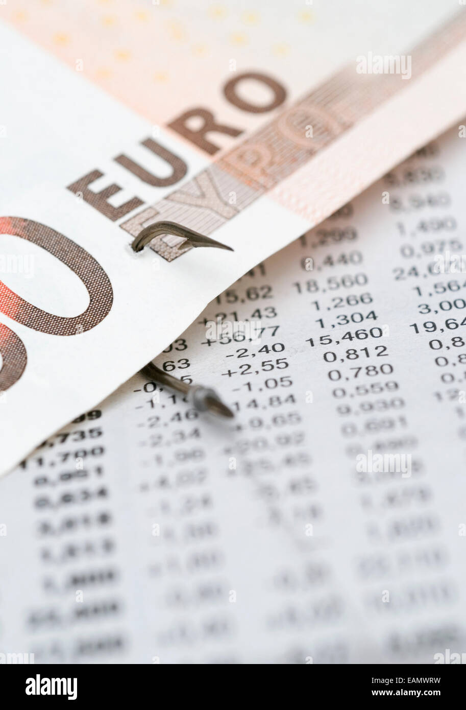 Euro-Banknote süchtig auf einem Arbeitsblatt finanzielle Daten ...