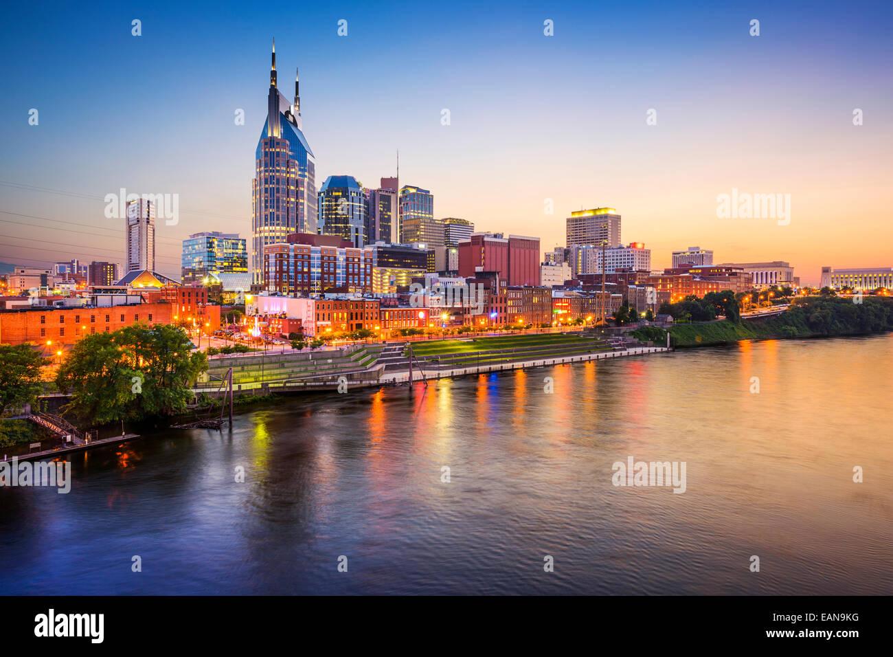 Nashville, Tennessee, USA Skyline Innenstadt auf dem Cumberland River. Stockbild