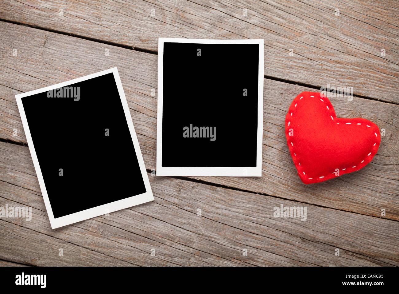Zwei digitale Bilderrahmen und Valentinstag Spielzeug Herz über ...