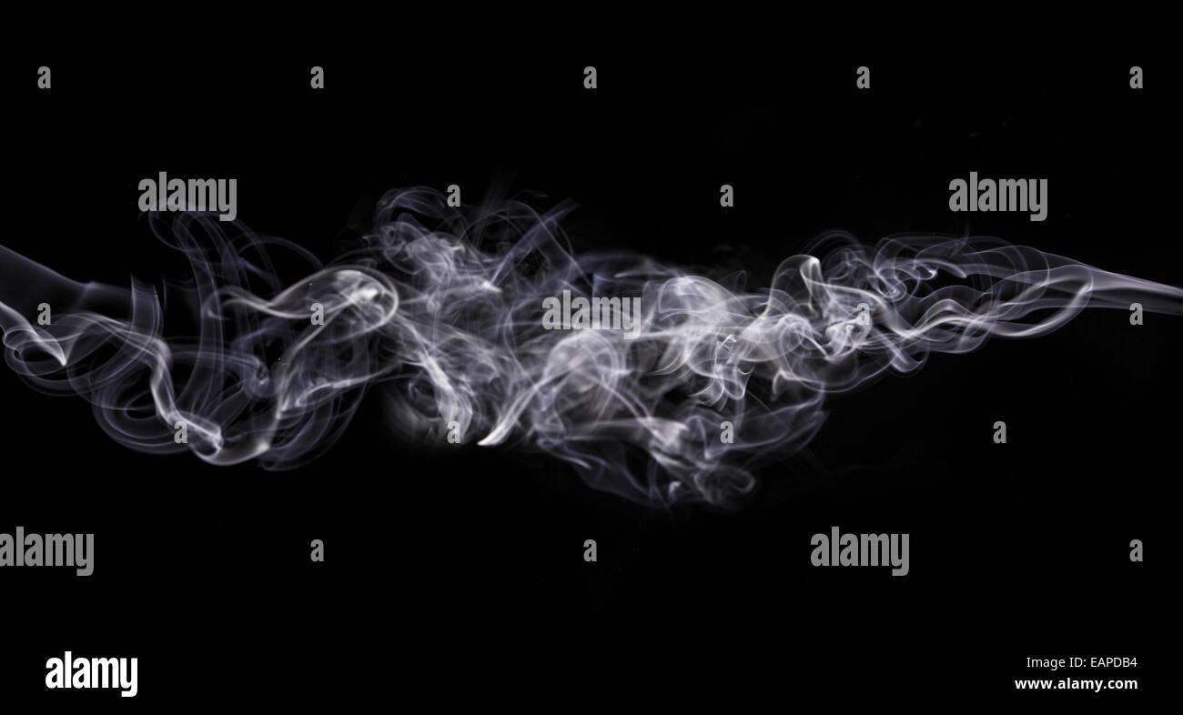 Reine Rauch auf schwarzem Hintergrund isoliert Stockbild