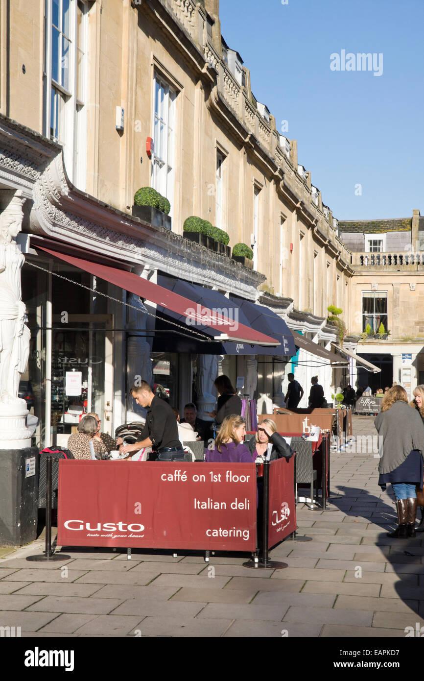 Cheltenham, Gloucestershire England UK Gusto Café Montpellier zu Fuß Stockbild