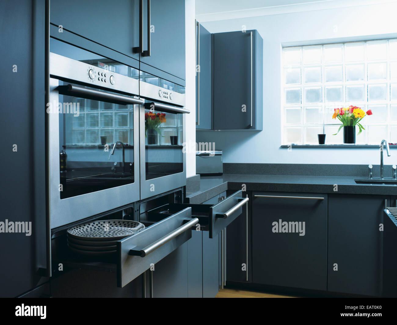 Kitchen Drawers Open Stockfotos & Kitchen Drawers Open Bilder - Alamy