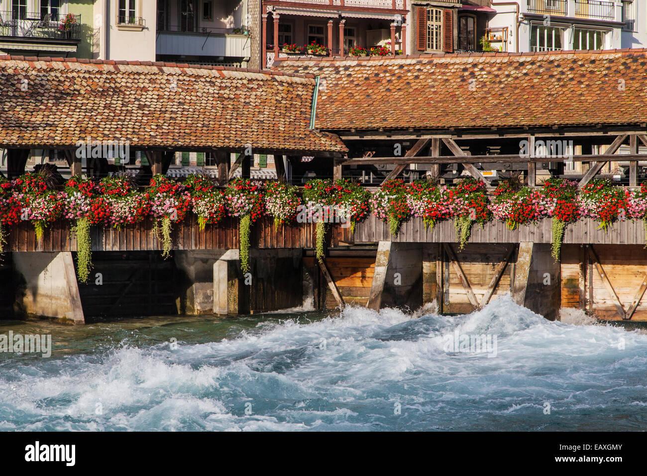 Blume-Brücke in Thun, Schweiz. Stockbild