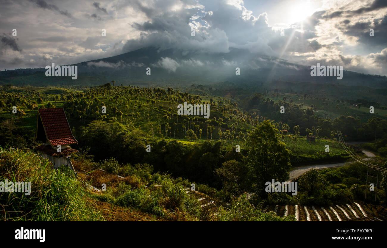 Vulkanische Landschaften von Sumatra, Indonesien Stockbild