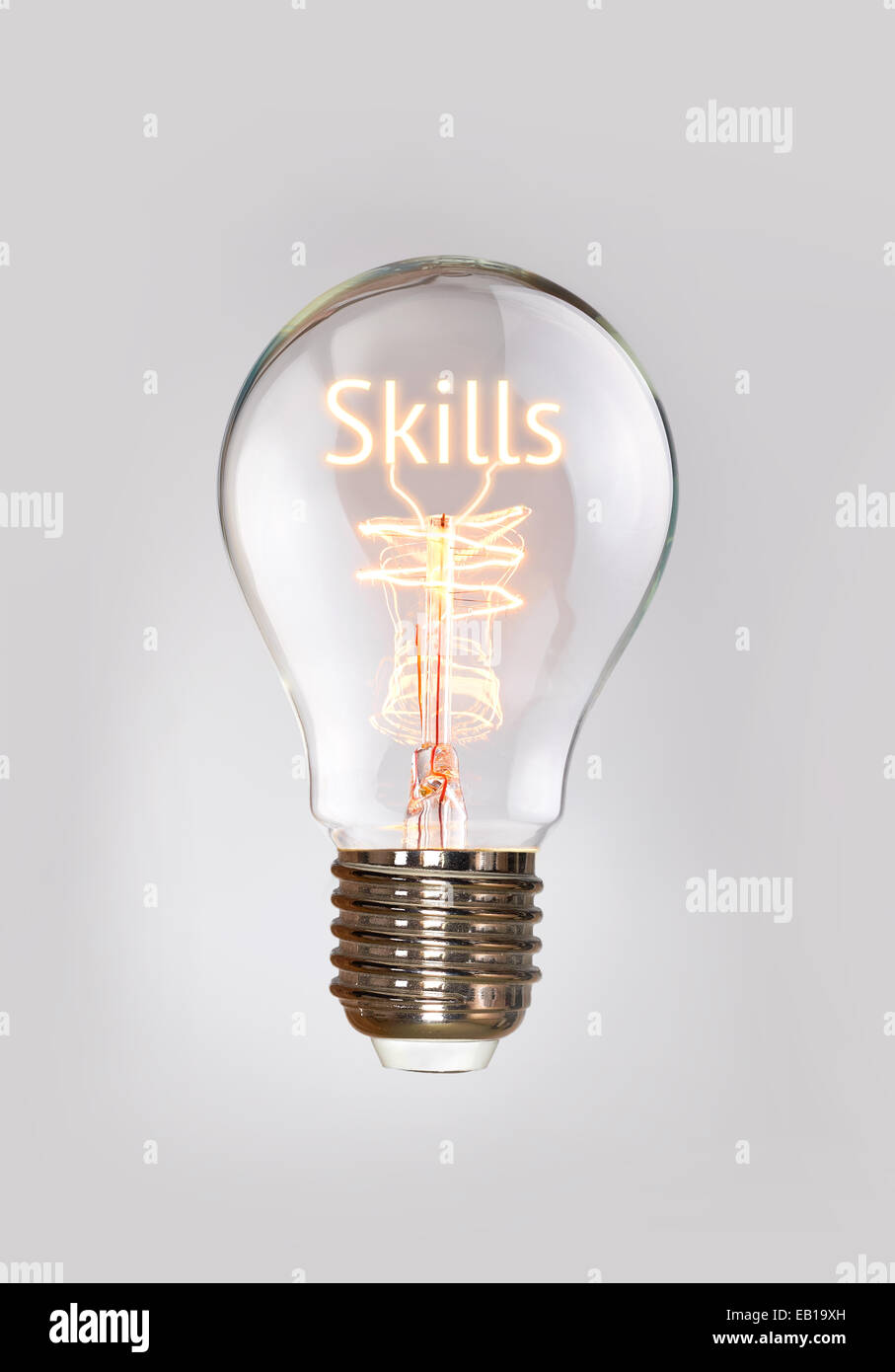 Skills-Konzept in ein Filament-Glühbirne. Stockbild