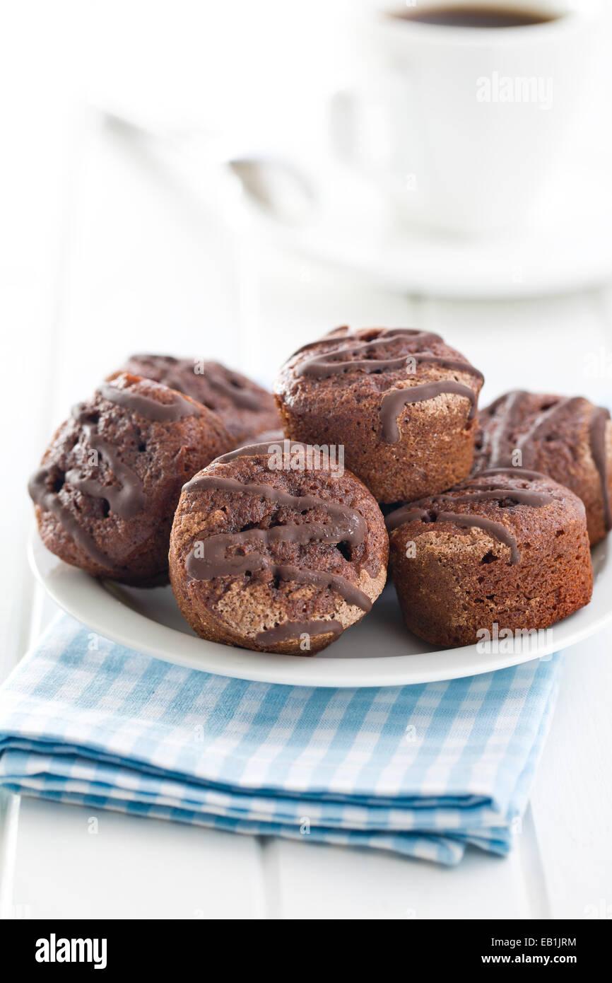 süßes Dessert mit Schokolade und fruchtiger Marmelade Stockbild
