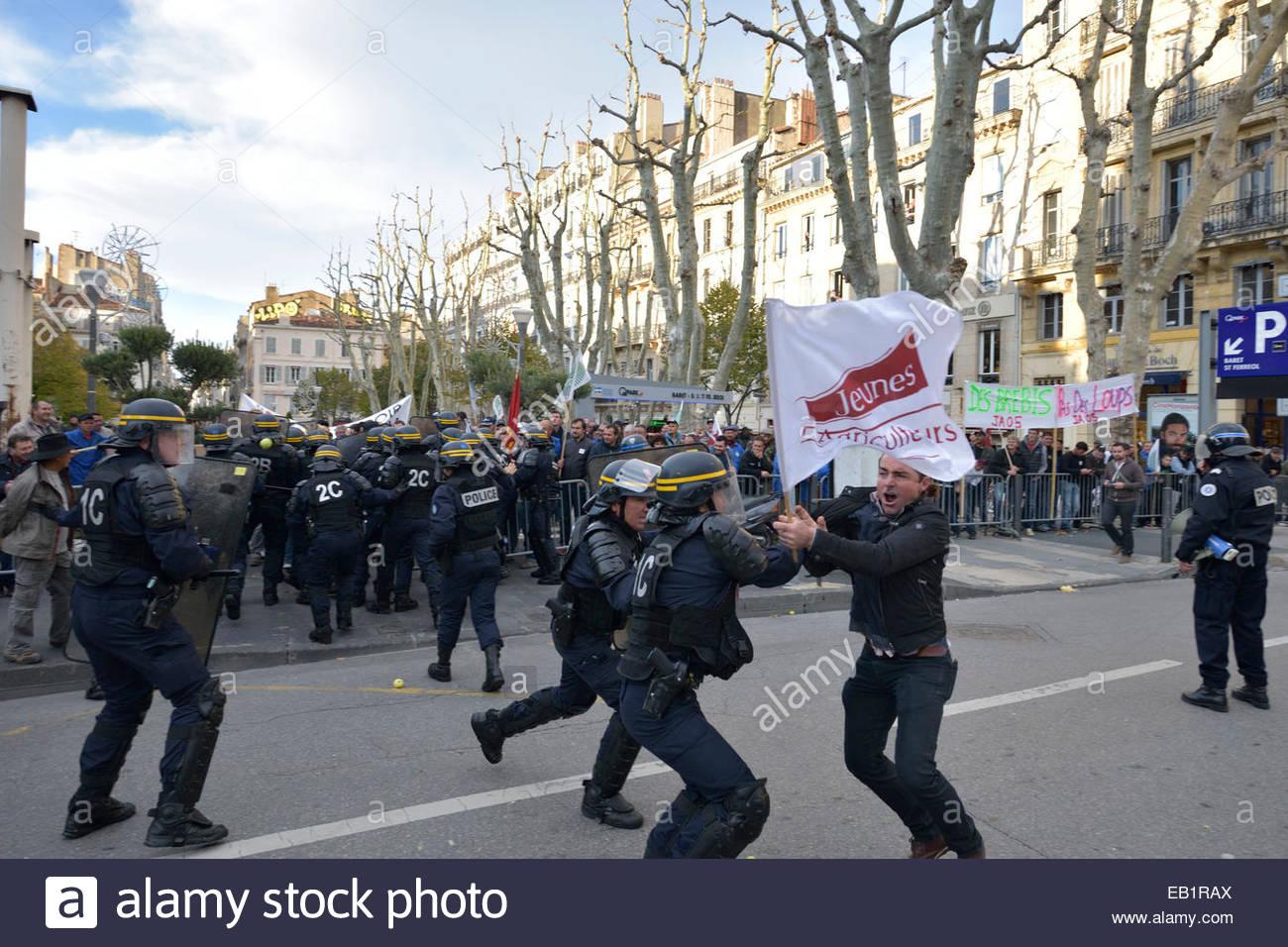 Landwirte, Züchter, Reis Bauern Demonstration am Vieux Port und vor der Präfektur von Marseille. November Stockbild