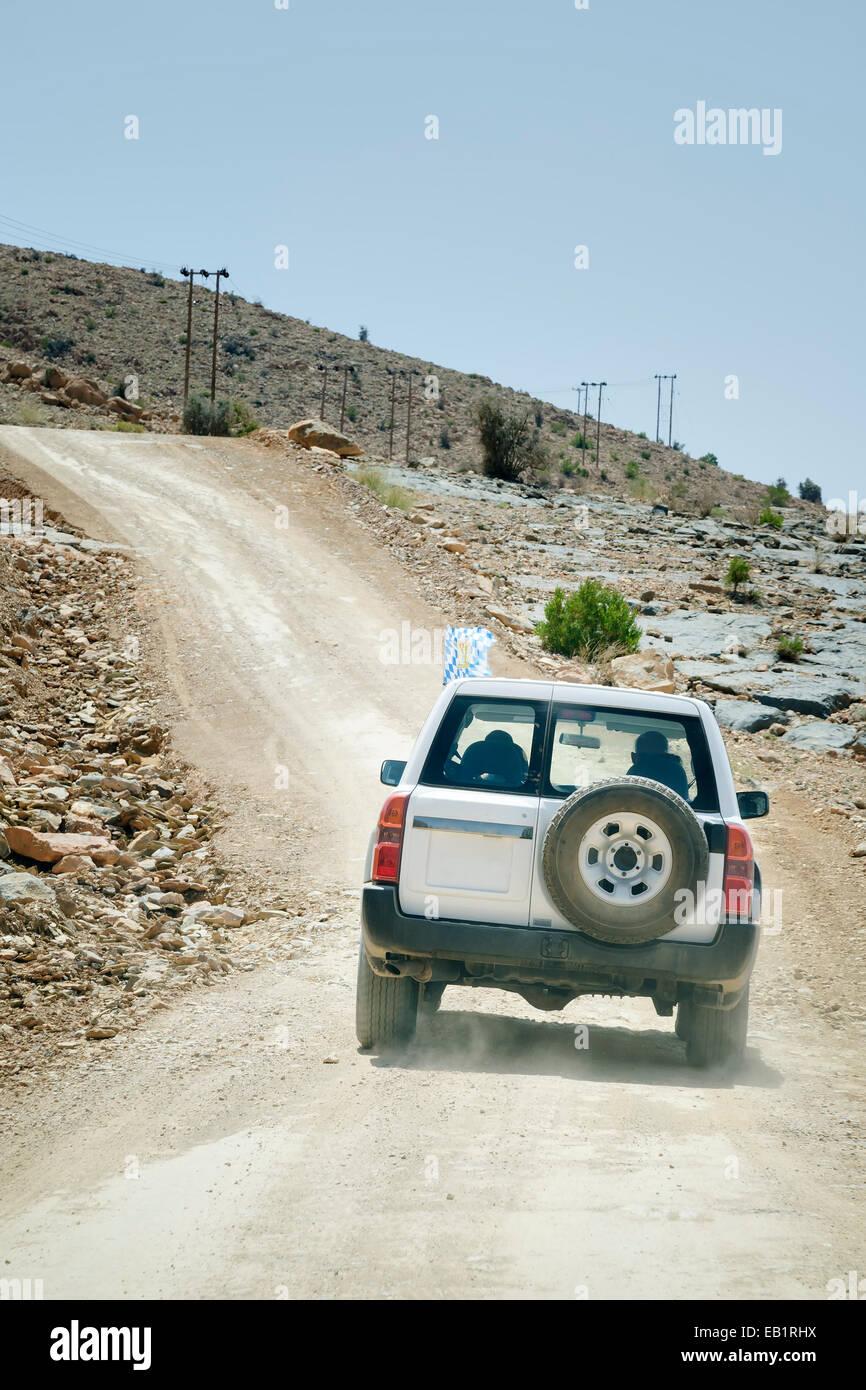 Bild von Geländewagen in Bergen Jebel Akhdar im Oman Stockbild
