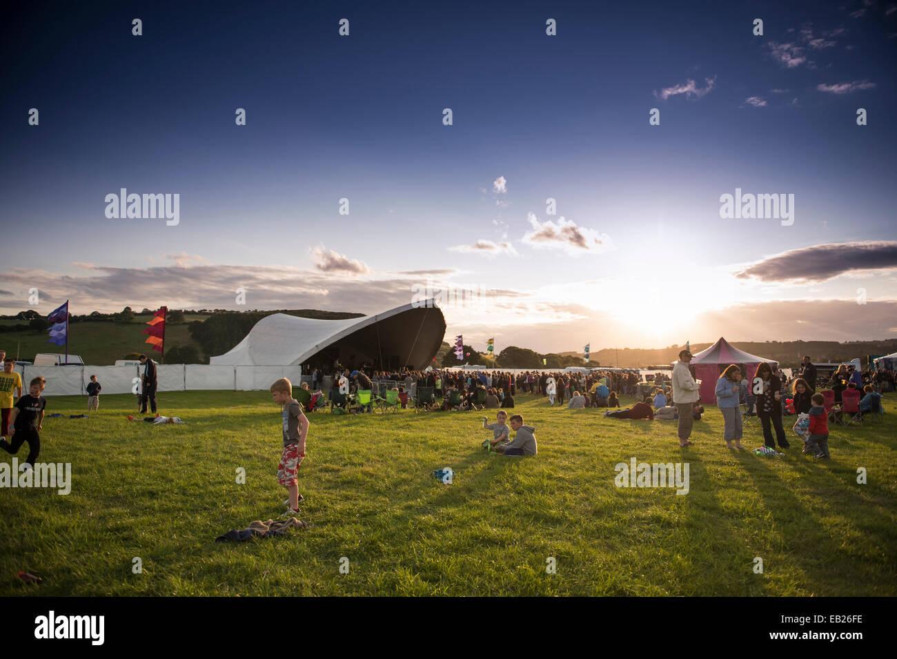 Sonnenuntergang über der großen Tribut Musikfestival Aberystwyth UK August Bank Holiday 2014 Stockbild