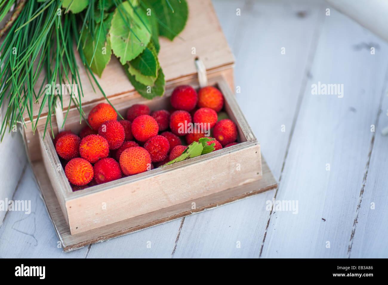 Holzkiste Lychee Früchte Stockbild