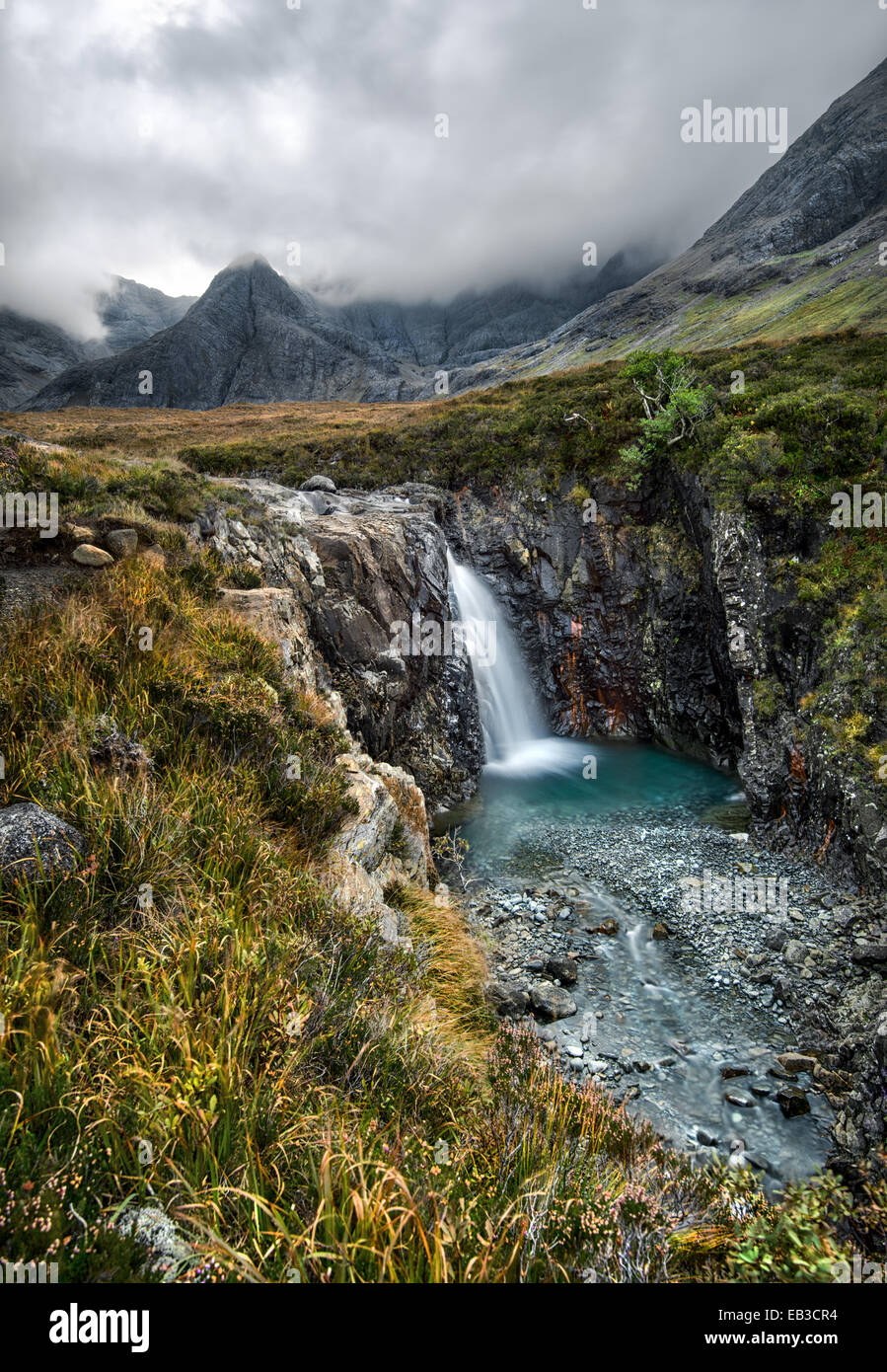 Germany/Deutschland, Fairy Pools Wasserfall am nebligen Tag Stockbild