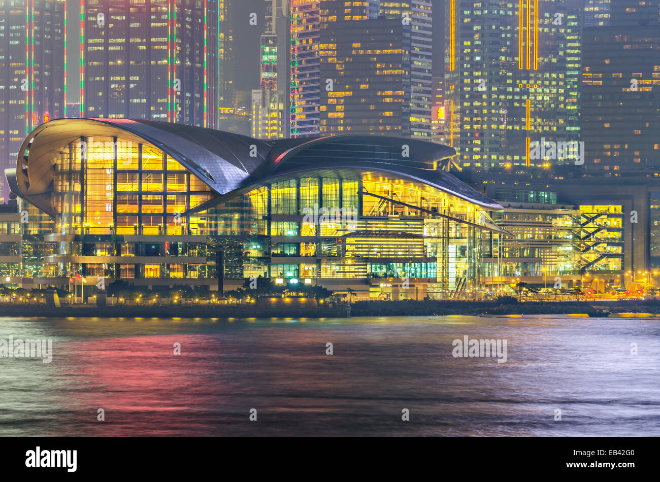 Hong Kong Convention and Exhibition Centre bei Nacht Stockfoto