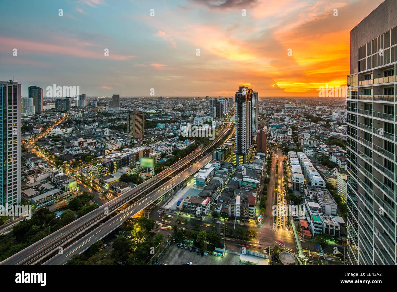 Bangkok Stadt Nachtansicht mit schönen Himmel Stockbild