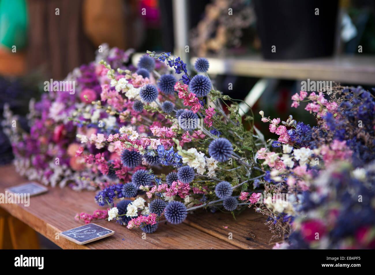 Trockene Blumen auf dem Markt in der Provence, Frankreich Stockbild