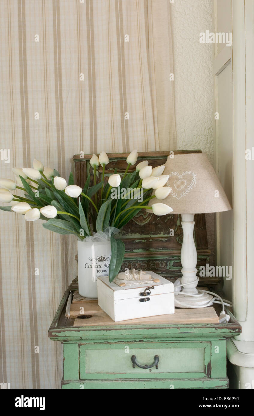 shabby chic stockfotos shabby chic bilder alamy. Black Bedroom Furniture Sets. Home Design Ideas