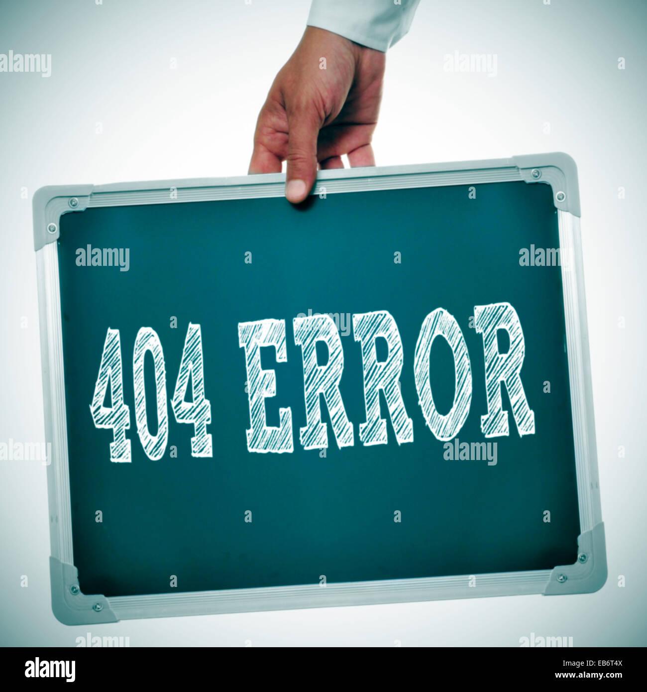 Hand hält eine Tafel mit der Meldung 404 Fehler geschrieben Stockbild