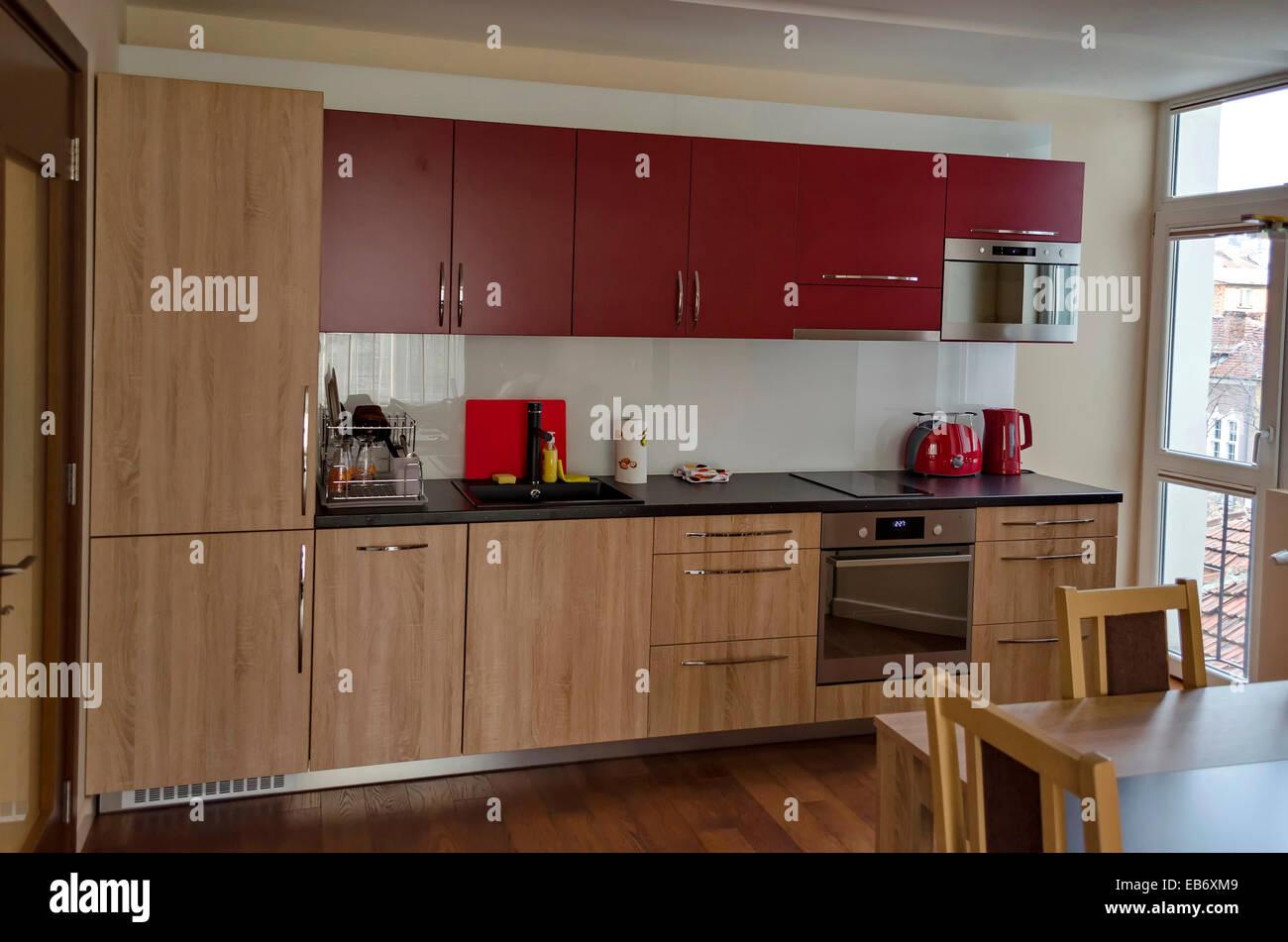 Wohnzimmer mit Küche-Website und Esstisch in renovierte Wohnung in ...
