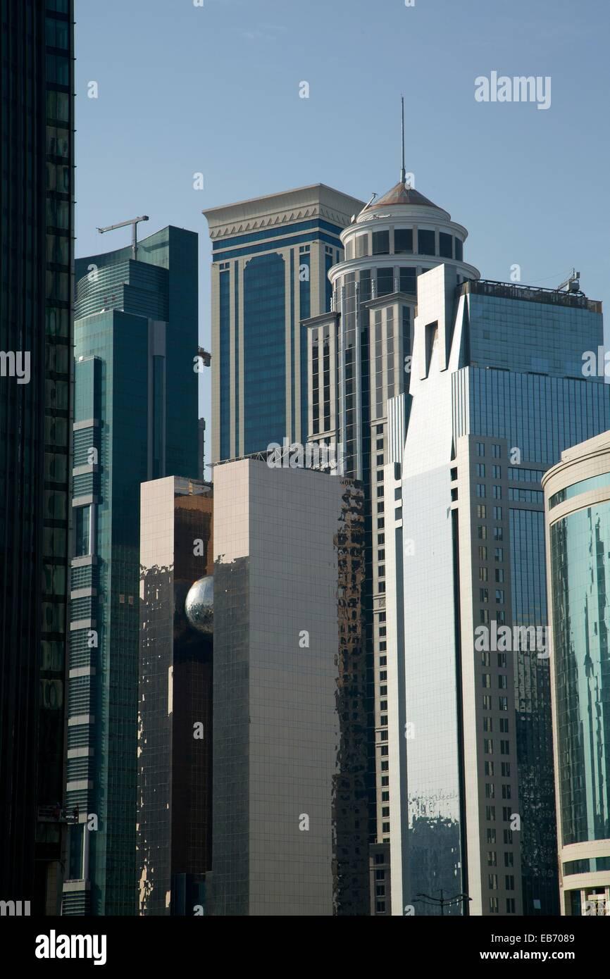 Moderne geb ude im zentrum von doha katar stockfoto bild for Moderne architektur gebaude