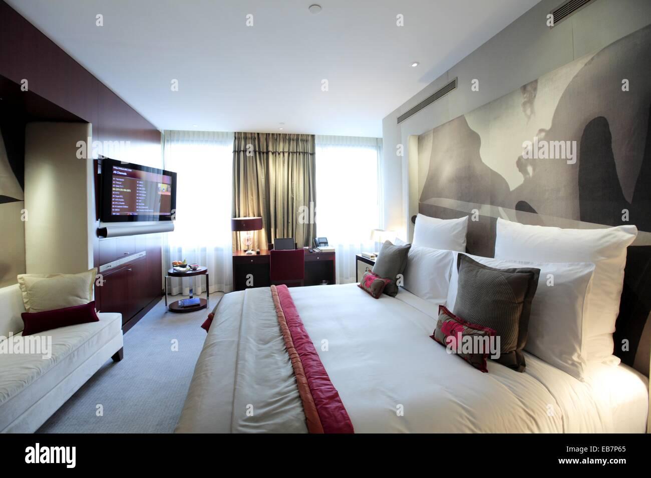 Die Innenansicht Der Deluxe Zimmer Des Mandarin Oriental Hotel Paris