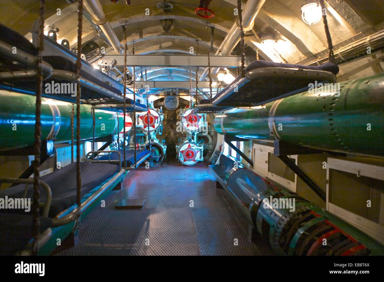 S-56 u-Boot Museum. Innere des WW II u-Boot - Zimmer nach vorne ...
